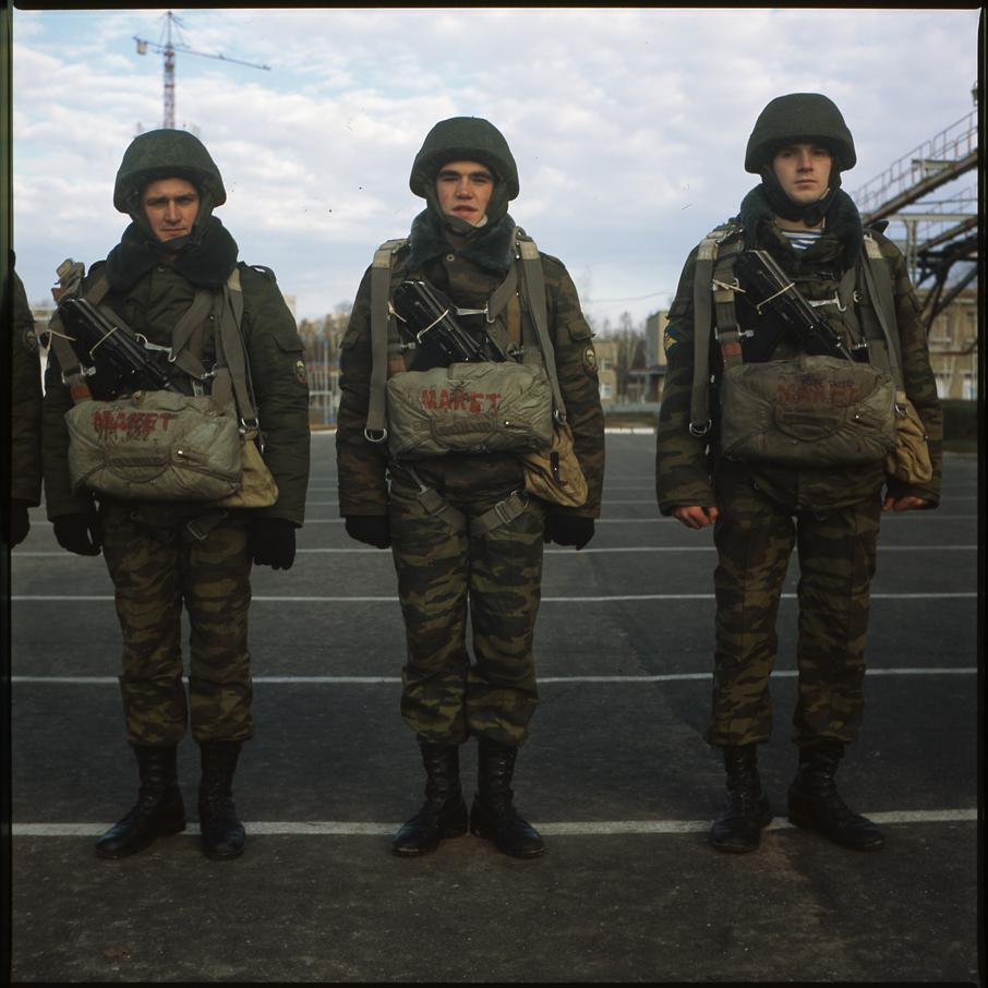 http://antonkuryshev.com/files/gimgs/15_04soldiers01818x182.jpg