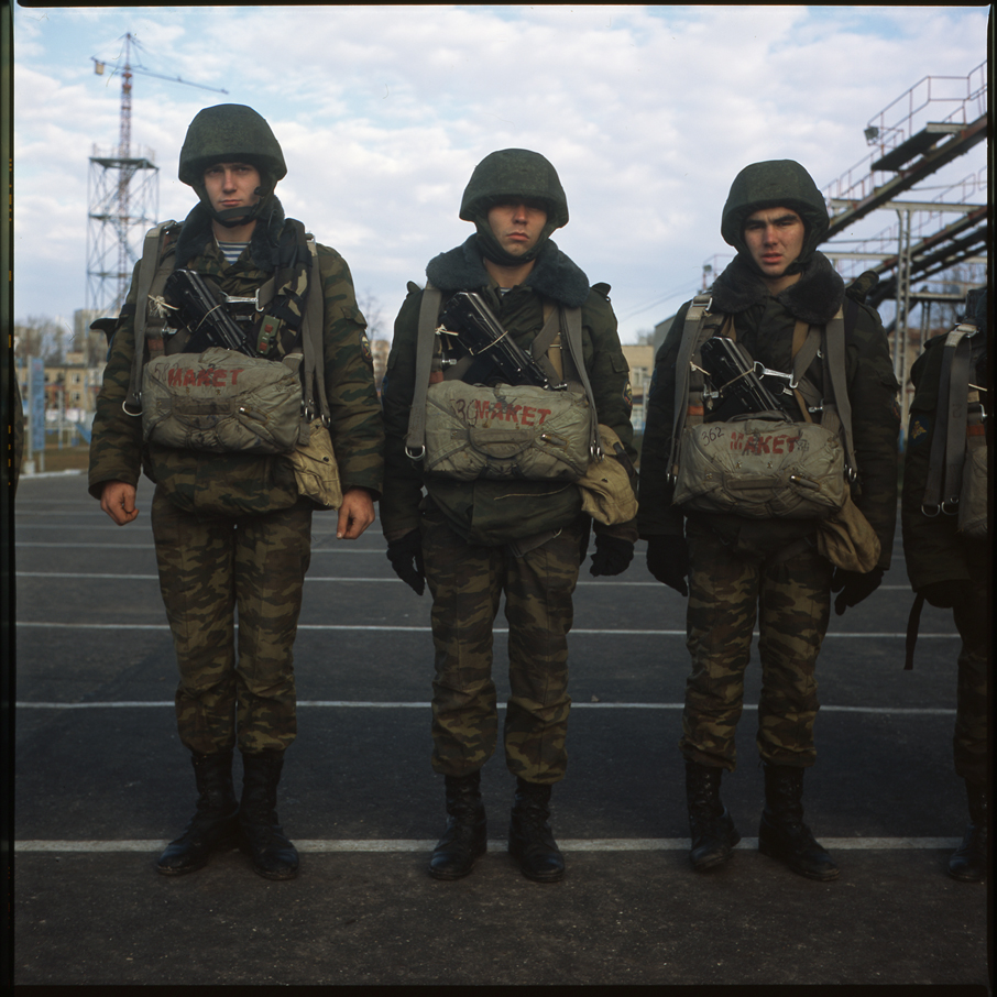 http://antonkuryshev.com/files/gimgs/15_05soldiers01918x182.jpg